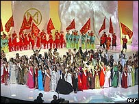 Miss World 2003 contestants wave while on stage following the last rehearsal