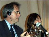 Robert Murphy (EE.UU) e Hilda Abreu (Uruguay), del Comit� Organizador Internacional del 8� Congreso Mundial sobre el SIDA.