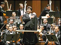 Conductor Mohammed Amin Ezzat with the Iraqi orchestra