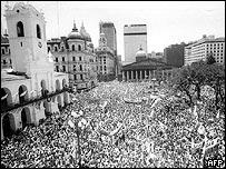 La Plaza de Mayo el 10 de diciembre de 1983