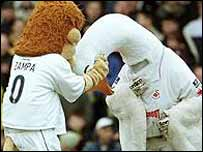 Cyril the Swan and Zampa the Lion