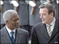 Kofi Annan with Gerhard Schroeder