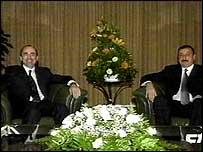 Президент Армении Роберт Кочарян (справа) и президент Азербайджана Ильхам Алиев