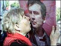Woman kisses picture of Saakashvili