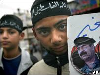 Молодые палестинцы во время демонстрации в поддержку Саддама Хусейна