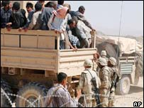 US soldiers repatriate Iranian pilgrims trying to illegally cross into Iraq