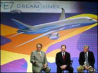 Boeing CEO Harry Stonecipher (left), Alan Mulally, CEO of Boeing Commercial Airplanes (centre) and 7E7 Senior Vice President Mike Bair (right)