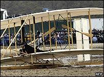 Kitty Hawk replica grinds to a halt on North Carolina beach