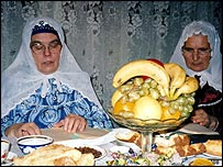 Tatar women break the fast