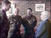 Queen chats to troops
