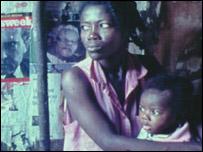 Madre e hijo en Haití.