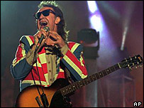 Ray Davies, on stage 1995