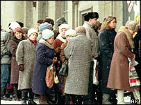 Food queues were common in Russian cities in the early 1990s