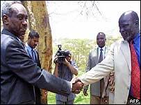 Sudanese Vice-President Ali Osman Taha (L) and rebel leader John Garang (R) shake hands