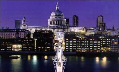 La Catedral de San Pablo y el Puente del Milenio de noche