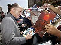 Robert Duvall signing autographs