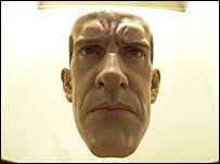 Obra del escultor Ron Mueck, en exposición en la galería Saatchi.