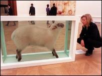 Obra de Damien Hirst en la galería Saatchi.