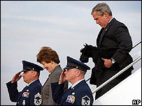 George W. Bush y su esposa Laura