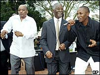 President Thabo Mbeki (centre), Deputy President Jacob Zuma (left) and singer Muzi Mdletshe