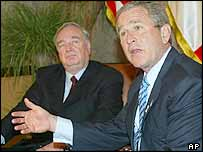 US President George W Bush (right) and Canadian Prime Minister Paul Martin