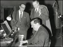 Discussing a score with Carl Foreman and Carol Reed