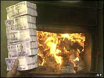 Old dinars being thrown into furnace
