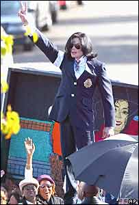 Michael Jackson flashing a peace sign to his fans