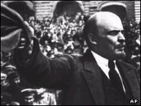 Ленин выступает перед трудящимися