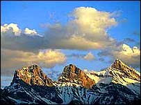 Clouds over sunlit mountains   1999 Eyewire, Inc.