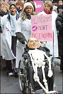 Healthcare workers at protest in Paris