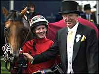 Sir Alex Ferguson (left) with Rock of Gibraltar and jockey Mick Kinane