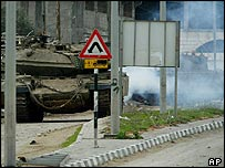Israeli tanks fire towards Palestinian militants during clashes in Zeitoun area