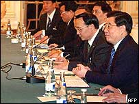 Chinese President Hu Jintao (right) and his entourage