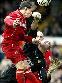 Middlesbrough's Juninho and Leeds goalkeeper Paul Robinson