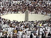 Pilgrims stoning pillar representing devil