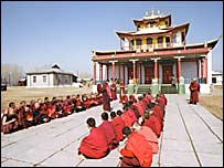Студенты буддийского института