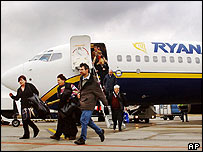 Passengers getting off a Ryanair plane