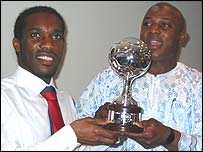 Jay Jay Okocha recives the award from Stephen Keshi
