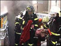 Пожарные на месте взрыва в метро в южнокорейском Тэгу