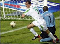 Abdelmalek Cherrad heads Algeria in front