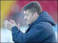 Glenavon manager Tommy Kincaid