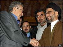 The UN's Lakhdar Brahimi (left) meets Shia cleric Abdul Aziz al-Hakim