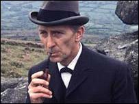 Peter Cushing como Sherlock Holmes