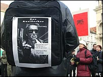 A protester in the Austrian city of Graz demonstrating at Schwarzenegger's death penalty decision