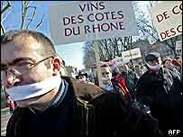 More than 2,000 French vineyard owners and worker march through the Burgundy town of Chalon-sur-Saone 25 February 2004 to demand the lifting of restrictions on their right to advertise