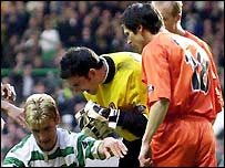 Furious United players surround Petrov after the penalty award