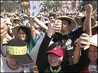 Cheering crowds at Miaoli, northern Taiwan, where President Chen spoke