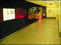 Metro train - freefoto.com