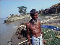 Islander in Bay of Bengal   Jim Loring/Tearfund